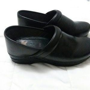 Dansko wide pro clogs, black